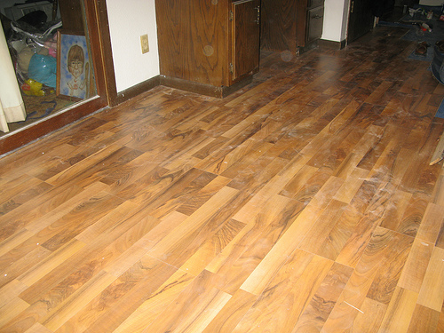 Laminate flooring cheap laminate flooring home bedroom for Cheap laminate flooring