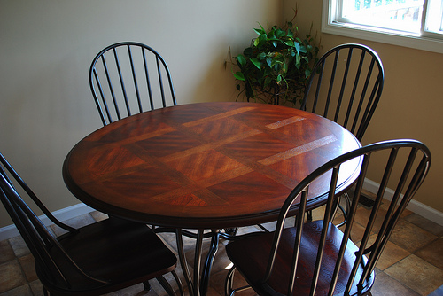 Great Rustic Round Kitchen Table 500 x 334 · 110 kB · jpeg